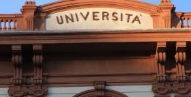 Facciata Università di Sassari, particolare scritta Università