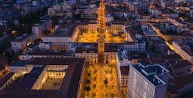 piazza d'italia sassari foto drone in notturna
