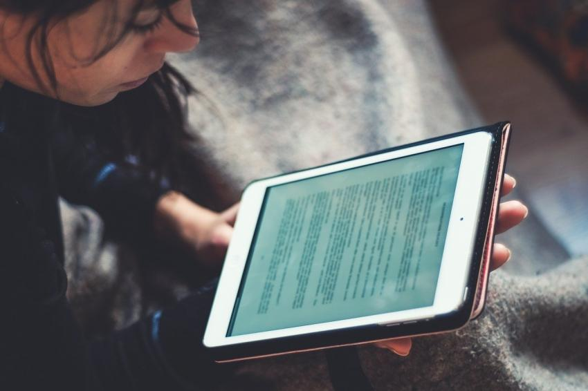 Immagine tablet - foto di Juraj Varga da Pixabay